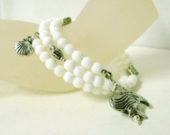 White jade memory wire bracelet with fish and clam shell charms - FWB01