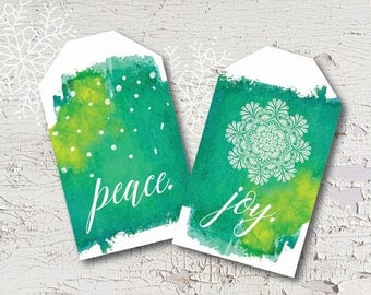 Gorgeous watercolor holiday tags, perfect for dressing up packages! A printable PDF makes holiday wrapping easy. Print as many as you like!