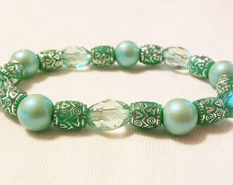 Green stretch bracelet 7 inches