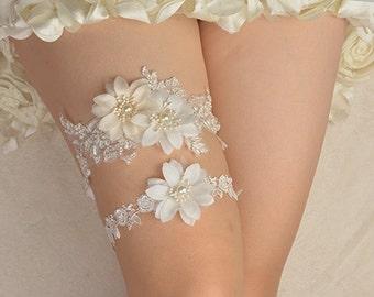 lace bridal garter, wedding garter, bride garter , lace garter, beaded garter, rhinestone beaded floral garter  rosette garte  off White