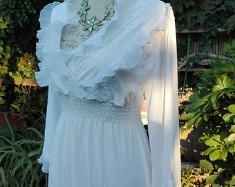 Shabby chic vintage white Nightgown ruffle wedding HALLS wedding woman white elegant VINTAGE nightgown White
