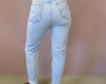 Vintage 80s High Waisted Jeans//light wash tapered skinny leg Made in USA mom jeans high rise waist Chic jeans//waist