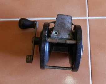 Vintage Penn Fishing Reel
