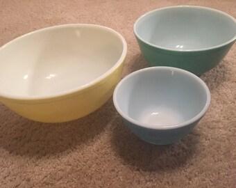 Vintage Pyrex Nesting Bowls Set of 3