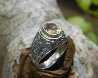 Silver ring motifs carved stone citrine patra bali