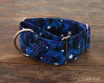 Martingale dog collar model Milky Way. Adjustable and handmade with 100% cotton fabric. Glow in the dark stars Wakakan