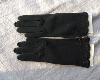 Black cotton embroidered gloves