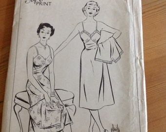 Style vintage 1950s slip and knickers pattern 630 bust 36
