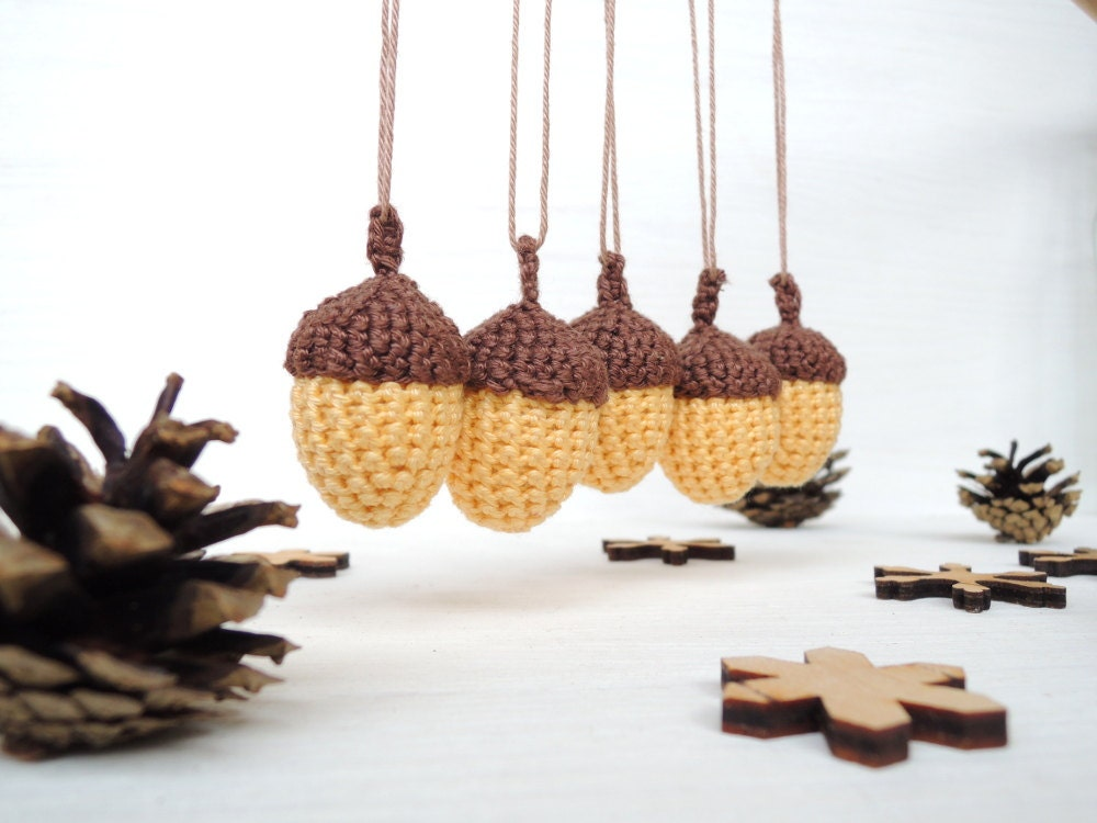Baby shower decor set 5 crochet acorns woodland decor nursery for Acorn decoration