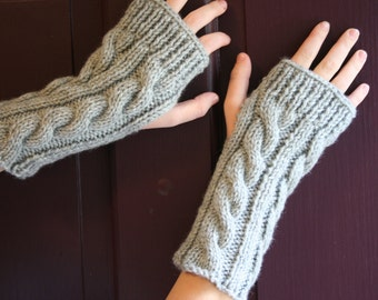 Kate's Cable-Knit Fingerless Glove in Grey