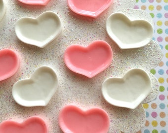 4 pcs - Small heart shaped resin plates for clay miniatures, dollhouses, resin and decoden - Pink and White Resin Heart Plates