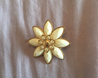 Up cycled brooch flower