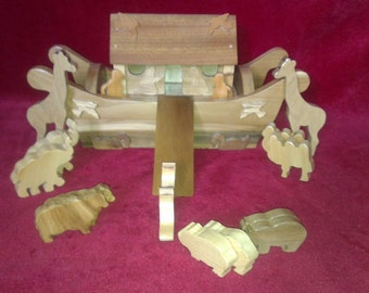 Wooden Noahs Ark & Animals
