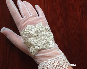 Wedding Costume Gloves: Antique Lace Wedding Bridal 1950s White Nylon Gloves
