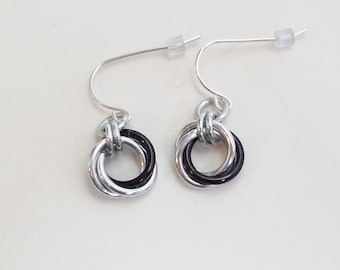Mobius Chainmail Earrings - Silver and Black