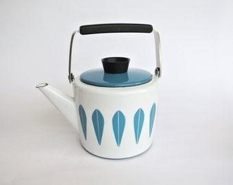 Vintage Cathrineholm Lotus enamel kettle / tea pot. Designed by Arne Clausen.