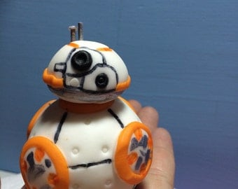 BB8 droid star wars edible cake topper. Made your cake show stopper with this cute fonish. Any question please ask