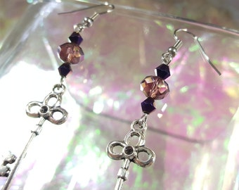 KEY former in dangling earrings with ball purple and purple metallic.