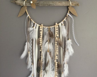 Dream catcher in driftwood, colour ecru, taupe and white.