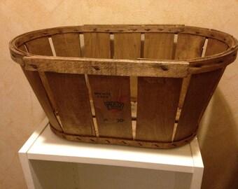 Fruits & vegetables old wooden crates