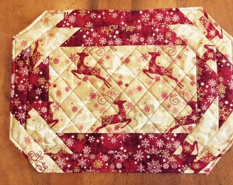 Quilted Christmas  Red Reindeer Placemats (4) reversable