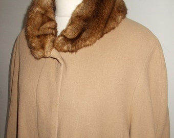 25% Off Summer Sale Vintage womens camel coat 80s Wool mix camel coloured coat with faux fur collar size large to X large