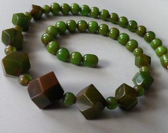 Stunning vintage green bakelite necklace simichrome tested