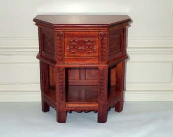 1/6 scale Tudor side table would suit Barbie, Fashion Royalty, Blythe doll