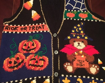 FALL SALE Vintage Hand Knitted Halloween Sweater Vest, Size Woman's Medium, Spiders, Pumpkins, Candy, Trick Or Treat, Incredible Detail.