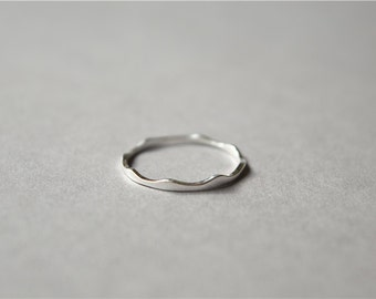 Simple thin minimalist wave wavy 925 sterling silver ring (J65)