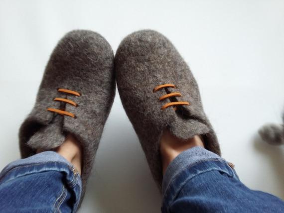 Custom made slippers Felt slippers Wool slippers shoes eco friendly Womens gift Mens gift Wool felt slippers house shoes Woolen clogs