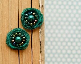 Emerald  Earrings Tiny Flower lover Stud Earrings Small Studs Earstuds Small Earrings Gift for her Bridal Studs Emerald Stud Green Earrings