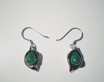 Pea-in-a-pod jade fish hook earrings decorated with silver pattern, jade jewelry, Chinese jade-silver jewelry, jade-silver fish hook earring