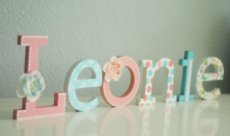 Nombre de letra de madera mano pintados y decorados letras de - Letras de nombres para decorar ...
