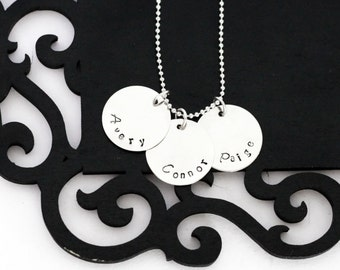 Personalized Mommy necklace, 3 discs, hand stamped names, curved
