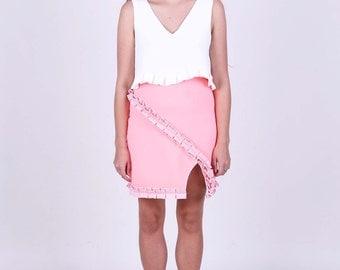 Neoprene skirt with pleat trimming.