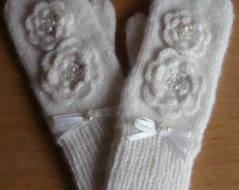 Handmade Knit Mittens, White Mittens, Women Gloves, Warm Mittens, Winter Gloves, Women Accessory, Gift For Her, Bridal Wedding Mittens