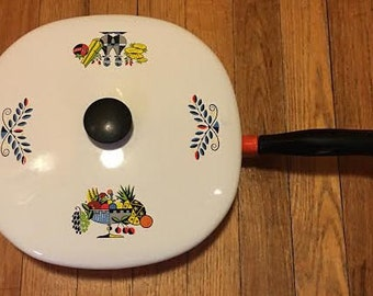 Retro Mid Century Mod Fruit Enamelware Fruit Pan with Lid Cookware
