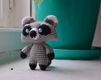 Raccoon. Amigirumi (crocheted toy)