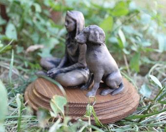 Shown in 3D in strand of bronze