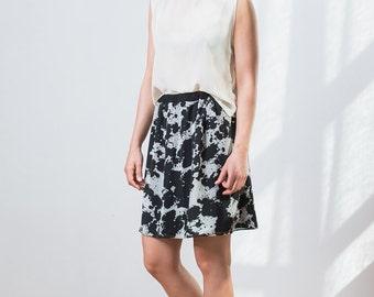Black and white short skirt with elastic waistband