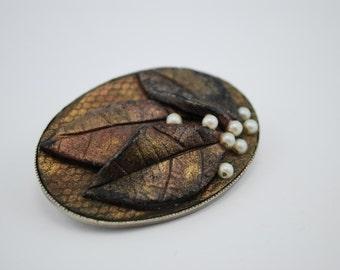 Vintage Bakelite Brooch, leaves & pearls copper shaded