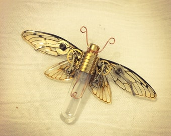 "Brooch ""mechanical antomologie"" steampunk gears and faux bulb - Butterfly"