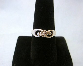925 Sterling Silver Flower/Wave Ring Size 7 1/2