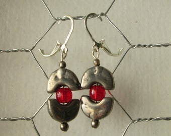 silver crescents w red glass