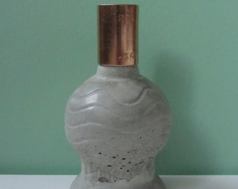 Concrete candle holder with copper element