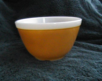 vintage # 401 1.5 pint Pyrex light brown nesting bowl