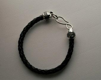 Leather bracelet for men in black or brown