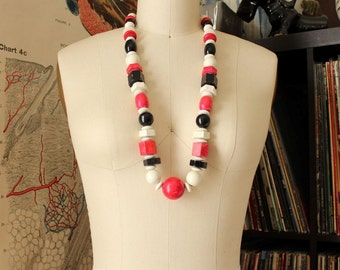 vintage 60s chunky wood necklace . pink, black & white wooden necklace