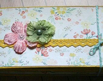 """Sixteen-page 9"""" x 4.5"""" Floral Chipboard Pre-made Scrapbook Album"""